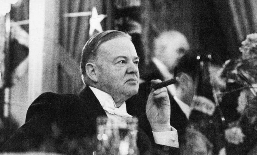 hoover and roosevelt s response to the Two lessons to teach about hoover's response to the depression and why roosevelt was elected in 1932 i hope you find them useful.